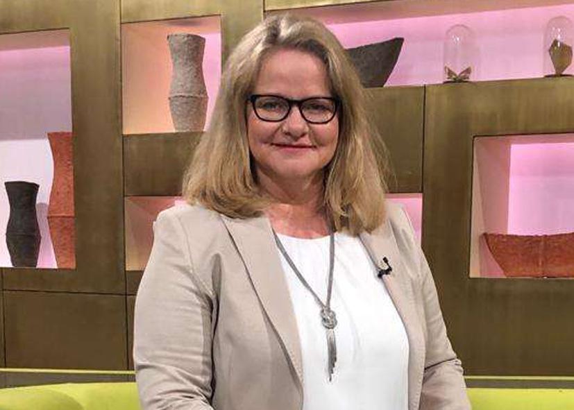 Andrea Bentschneider arbeitet seit über 20 Jahren auf dem Gebiet der systematischen Ahnenforschung und ist durch zahlreiche TV-Produktionen weit über die Grenzen Deutschlands bekannt.