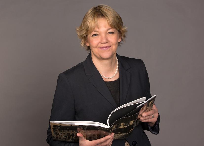 Dr. Susanne Gebert  ist eigentlich promovierte Biologin, seit knapp zehn Jahren aber überzeugte Gründerin der Agentur für Bildbiographien, Autorin, Ghostwriterin und Biografin